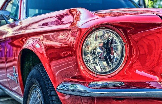 Czy w Twoim samochodzie lampy przednie świecą odpowiednio mocno?